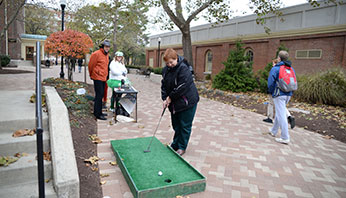 Putt putt for United Way